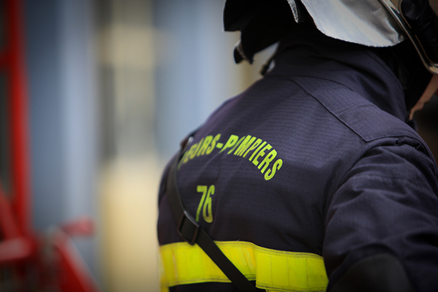French-firefighter-Sapeur-Pompier-640px-wide