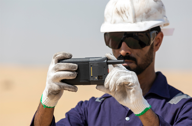 Field-worker-in-a-desert-taking-a-photo-with-Tactilon-Dabat-640x420