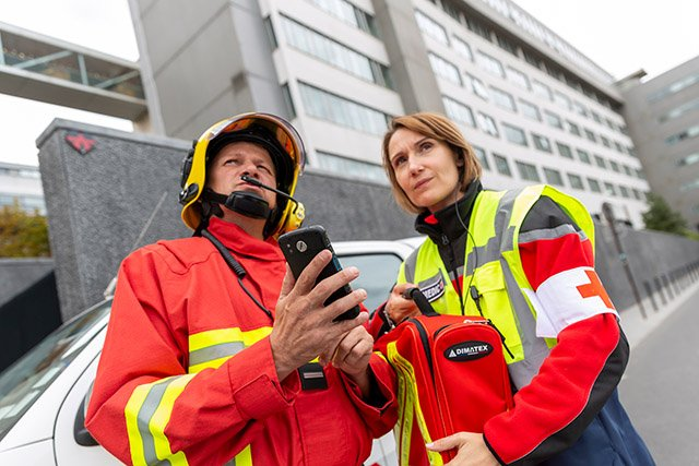 Firefighter-and-a-paramedic-communicating-640px-wide