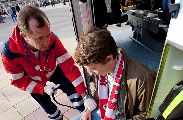 Paramedic-with-a-patient-at-an-outside-event-640x420