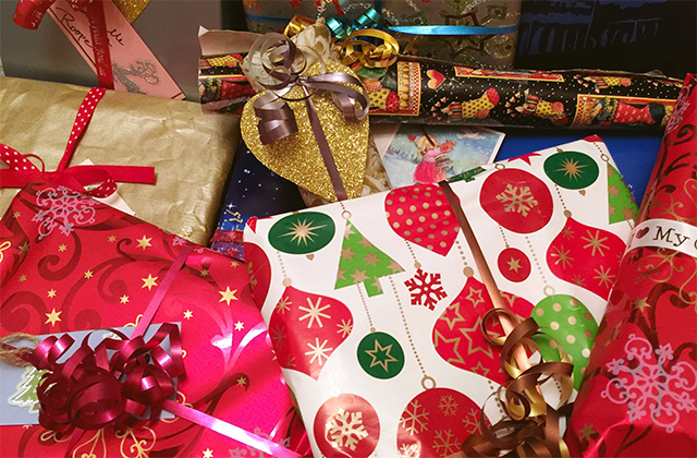 Wrapped-holiday-gifts-640x420