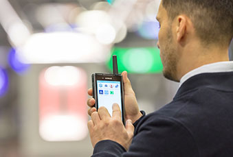Security person with Tactilon Dabat hybrid device