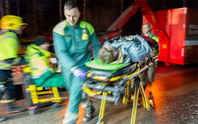 Emergency-exercise-paramedic-and-stretcher-640x400