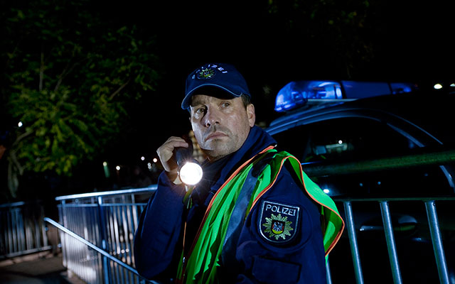 Police-officer-at-night_640x400.jpg