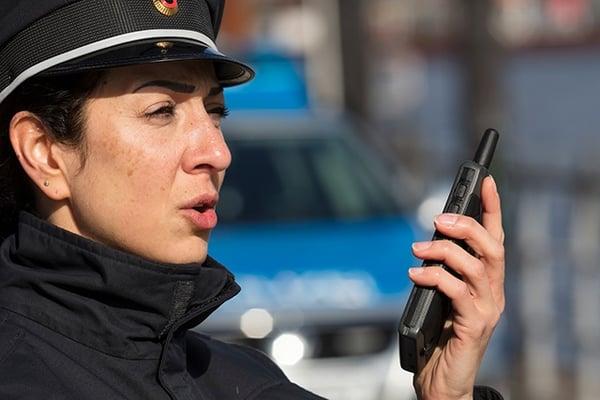 German-policewoman-talking-to-Tactilon-Dabat-640px-wide