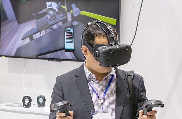 Man experiences virtual reality