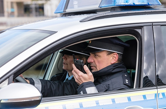 Police in a car, using Tactilon Dabat hybrid device