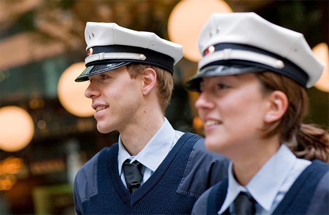 Policeman-and-policewoman-640x420