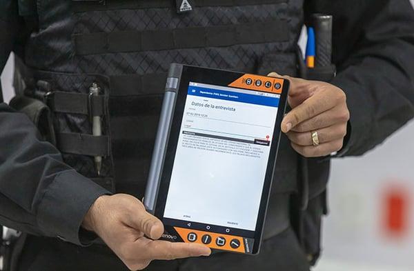 Querétaro police officer with a tablet