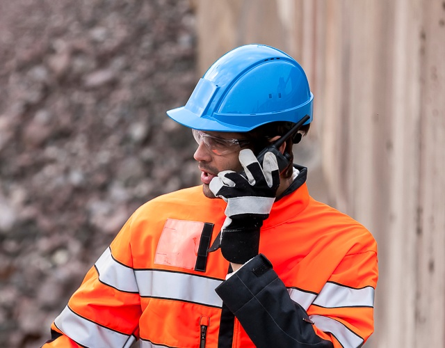 TETRA radio communication for professionals on the move