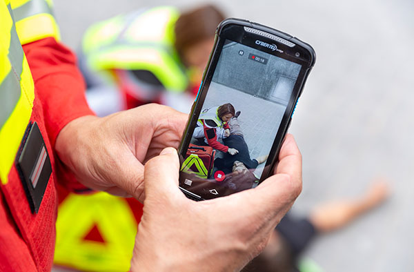 Paramedic-with-video-sharing-app_600x394