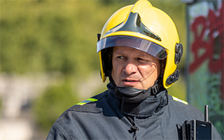 Helmeted-fireman-with-Tactilon-Dabat-320x200