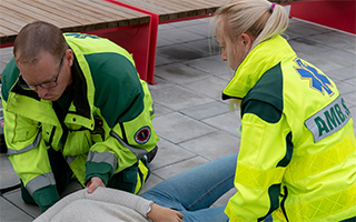 Two-paramedics-treating-a-patient-320x200