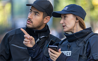 Two-police-with-a-smartphone-320x200