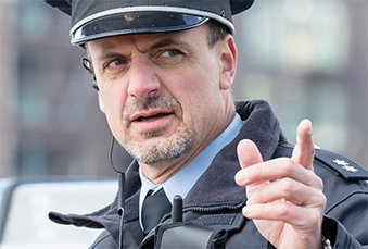 German-police-pointing-a-finger-339x229