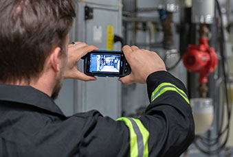 Technician sharing video with Tactilon Agnet