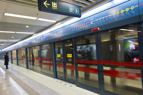 Xian_metro_station_platform
