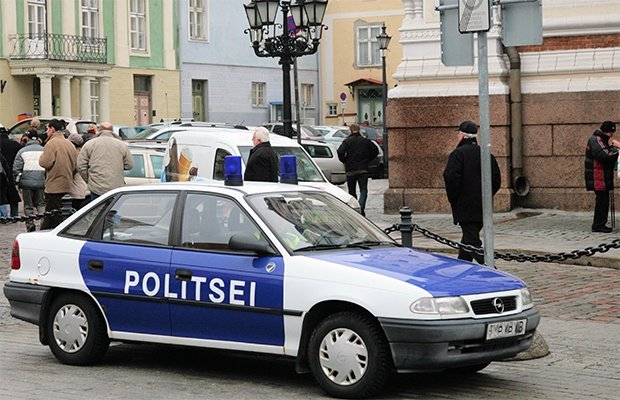 Estonian-street-view-with-police-car-620x400.jpg