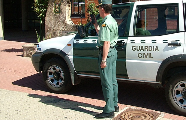 Spanish-Police-and vehicle-620x400.jpg